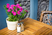 Vintage old fashioned cafe chairs with table in Copenhagen, Denm — Stock Photo