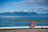Lifebuoy na nave de convés aberto no alasca, estados unidos — Foto Stock