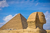 Pyramid of Khafre and Great Sphinx in Giza, Egypt — Stock Photo