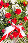 Composition of red and white flowers — Stock Photo