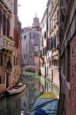 Venetiansk kanal street — Stockfoto