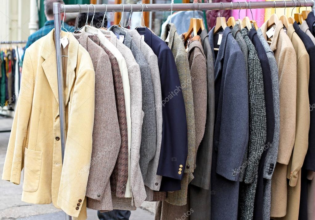 Second hand retro suits and jackets at rail — Stock fotografie #14136567