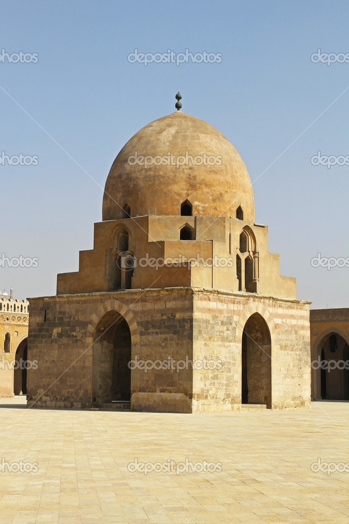 Dome containing the ablutions fountain in courtyard of the Ibn Tulun Mosque in Cairo — Stock Photo #17199755