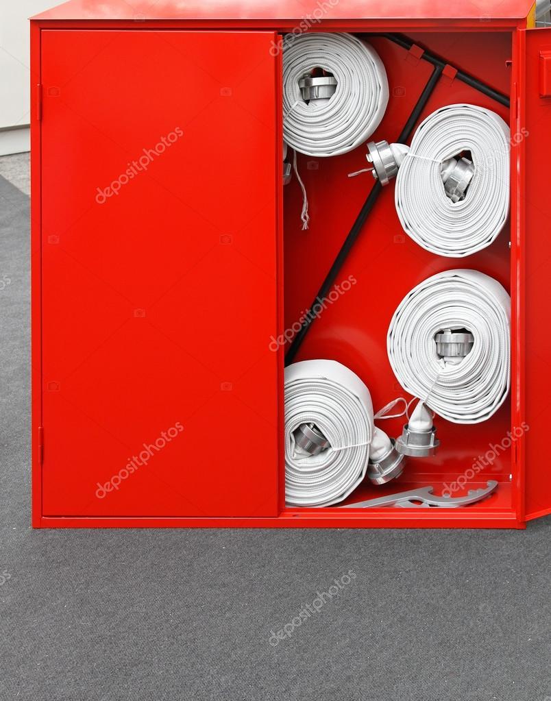 feuer schlauch kiste stockfoto baloncici 25150099. Black Bedroom Furniture Sets. Home Design Ideas