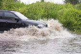 Автомобиль в наводнение — Стоковое фото
