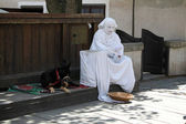 Street Performer Resting — Stock Photo