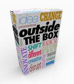 Fuera de las palabras de la caja en la innovación de producto paquete — Foto de Stock