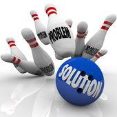 Problemlösung gelöst bowlingkugel pins — Stockfoto