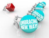 Tkwi starych sposobów vs obejmującego zmiany dostosowujące nowe wyzwanie — Zdjęcie stockowe