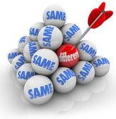 一个有针对性的球不同 vs 同样改变创新 — 图库照片