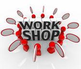 Workshop grupp diskuterar idé talar — Stockfoto