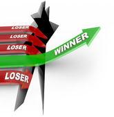 проигравший конкурса победитель vs перепрыгнуть через препятствие для win — Стоковое фото