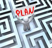 Plano homem segurando o cartaz no labirinto labirinto — Fotografia Stock