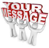 Equipe levantar palavras anunciar sua mensagem especial de publicidade — Foto Stock
