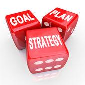 Plan objetivo estrategia palabras en tres dados rojos — Foto de Stock