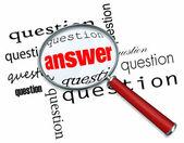 вопросы и ответы - увеличительное стекло на слова — Стоковое фото