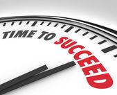 Tijd om te slagen woorden op klok succesvolle doel — Stockfoto
