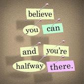 Acredito que você pode é meio caminho andado palavras dizendo citação — Foto Stock
