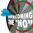 Overcoming No Dart Bulls-Eye Dartboard Persuading Agreement — ストック写真 #26721729