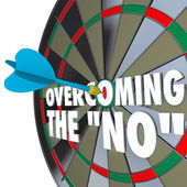 Overcoming the No Dart Bulls-Eye Dartboard Persuading Agreement — Stock Photo