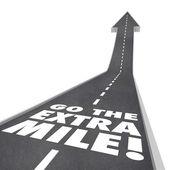 Gå den extra milen ord vägen säger — Stockfoto