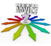 Behöver råd frågetecken pilar hjälpa att välja väg — Stockfoto