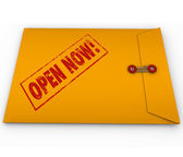 Open Now Words Yellow Envelope Important Urgent Information — Stock Photo