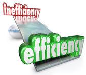 Eficiência vs ineficiência gangorra balanço produtivo eficaz — Foto Stock