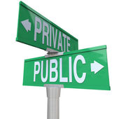 Privado vs público dos manera calle camino signos comparación — Foto de Stock