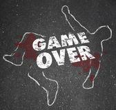比赛结束了身体粉笔勾勒出死者 — 图库照片