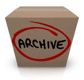 Archivo de la palabra escrita en una caja de cartón llena de registros — Foto de Stock