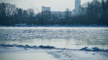 Floating of ice on a river — Vídeo Stock
