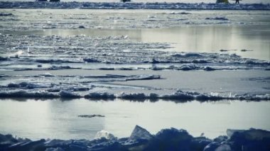 ледоход на реке — Стоковое видео