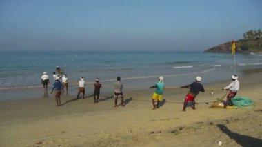 Fishermen pulling a trawl — Stock Video