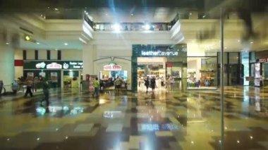 Asansör görünümünden alışveriş merkezi — Stok video
