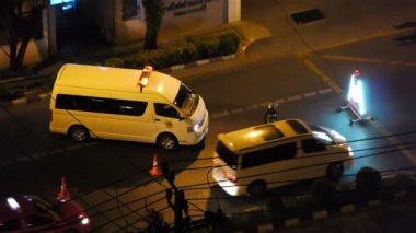 市内の道路の警察のチェック — ストックビデオ
