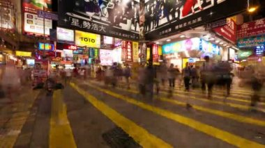 HONG KONG - SEPTEMBER 4, 2012: Street traffic in Hong Kong at night, timelapse. — Stock Video