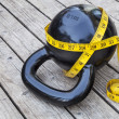 Kettlebell and measuring tape - Stockfoto