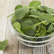 Bowl of baby spinach - Foto Stock