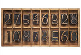 Wood type numbers in a box — 图库照片