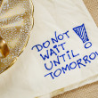 Постер, плакат: Do not wait until tomorrow