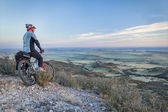 Mountain biking in prairies — Stock Photo