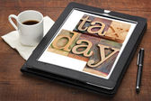 Tax day reminder on digital tablet — Stock Photo