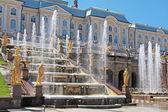 Grand Cascade Fountains At Peterhof Palace garden, St. Petersburg — Stock Photo