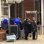 Screening of passengers at the airport — Stock Photo