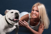 The girl with an English bulldog — Stock Photo