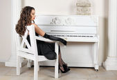 The girl about the piano — Stock Photo