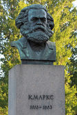 A bronze sculpture by Karl Marx in St. Petersburg, Russia. The monument was established in 1932 — Stockfoto