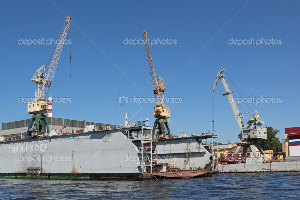 Hoisting cranes at shipyards in the blue sky — Stock Photo #18453983