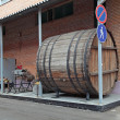 Ochakovo brewery museum, street composition, a big old barrel — Stock Photo